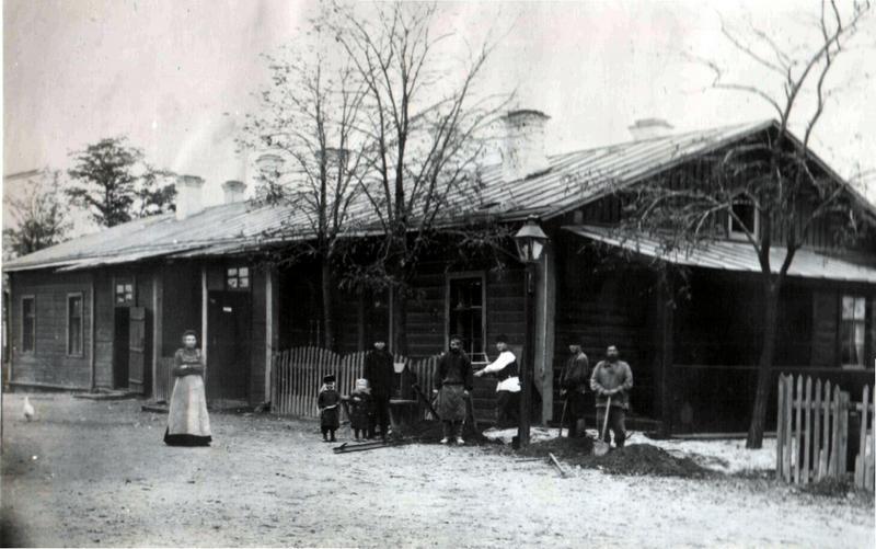 Первое здание вокзала в Джанкое. Фото 1884 год