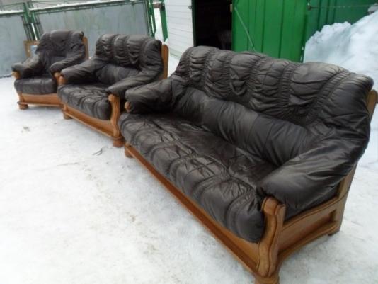 предприимчивые украинцы торгуют бесплатной мебелью из германии