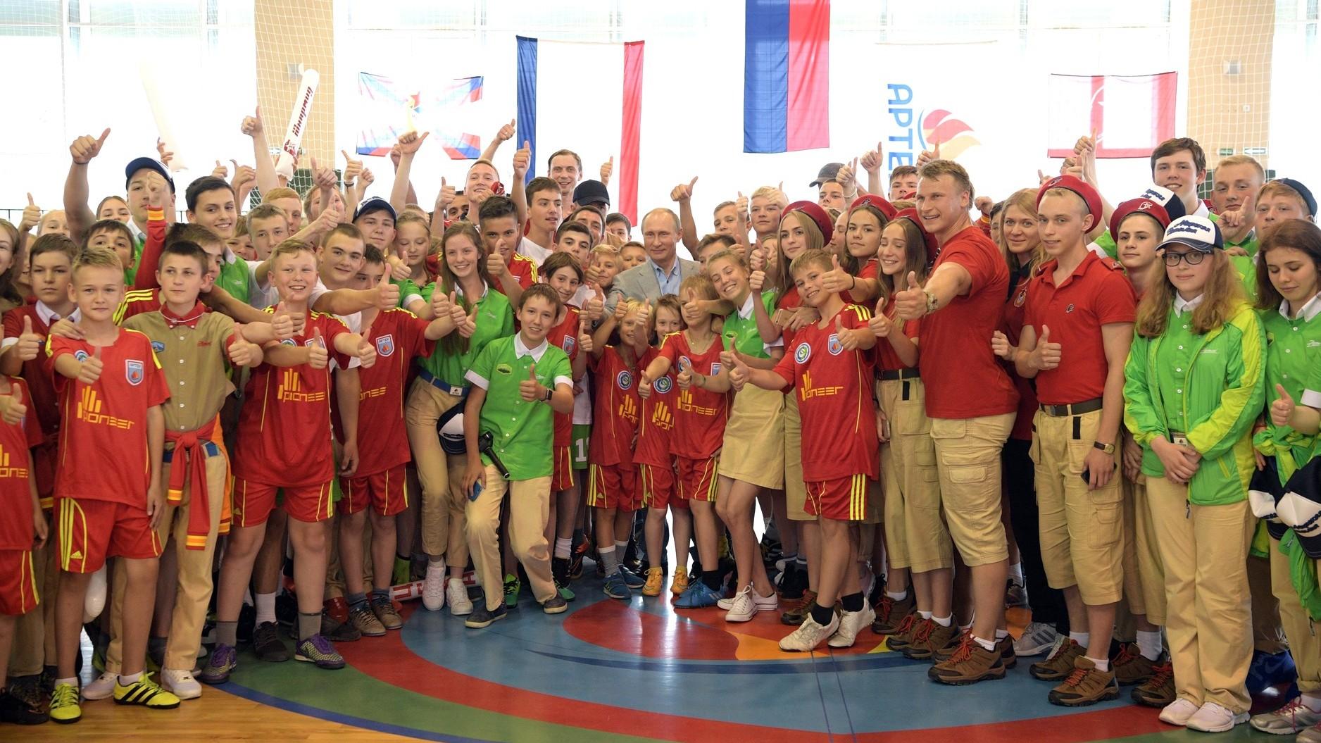 Путин похвалил блины встоловой «Артека»